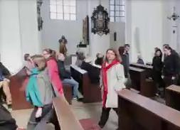 Ostentacyjnie wyszli z kościołów, wyjdą też wierni?