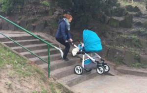 Sopot: schody nie dla matki z wózkiem