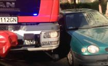 Zobacz, jak źle zaparkowane auta blokują...