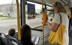Ustąpienie miejsca w autobusie to dyshonor?