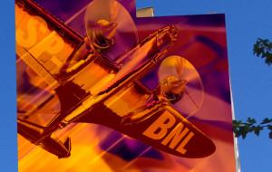 Samolot Łoś na bloku. Nowy mural na Zaspie