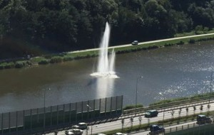 Gotowa fontanna przy Trasie Słowackiego