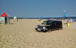 Zakopana terenówka na plaży w Sobieszewie