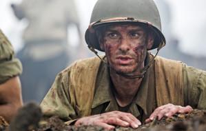 """Żołnierz bez karabinu. Recenzja filmu """"Przełęcz ocalonych"""""""