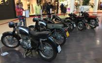 Motocykle zaparkowały w galerii