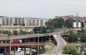 Gdynia: Estakada zakorkowana, bo kierowcy jadą jednym pasem