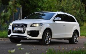 Z Audi Q7 poza horyzont
