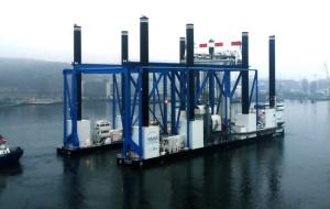 Barka Zourite buduje wiadukt morski