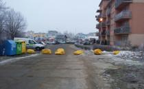 Głazy odcięły osiedle od ul....