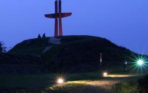 Nowa iluminacja krzyża z Góry Gradowej