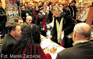 Tłum po podpis