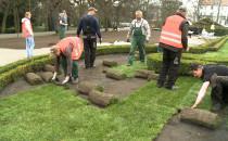 Ruszyło układanie nowych trawników w Parku...
