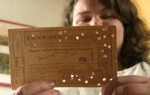 Miłośniczka komunikacji zbiera bilety