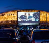Kino samochodowe oblegane przez widzów. Ryan Gosling ściągnął tłumy pod gdański stadion