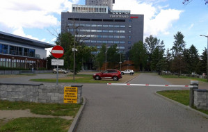 Parking pusty, ale wojsko zabrania wjazdu