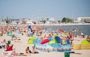 Bezpieczne wakacje nad morzem. Podpowiadamy, o czym warto pamiętać