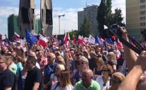Protest w sprawie sądów na pl. Solidarności