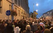 Niedzielne protesty przed sądami w...
