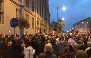 Niedzielne protesty przed sądami w Trójmieście