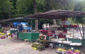 Pawilon handlowy przy Cmentarzu Witomińskim