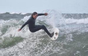 Gdzie i jak surfować na falach Bałtyku?