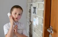 Od kiedy dziecko może zostać samo w domu?