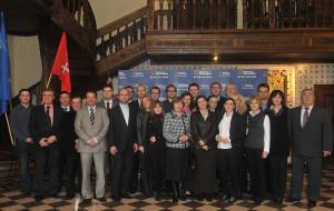Radni (nie wszyscy) zaczęli od wspólnego zdjęcia