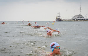 Najszybsze pływanie dookoła molo w Sopocie