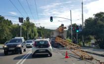 Dźwig zahaczył o wiadukt przy ul....