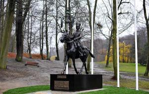 Kto zniszczył pomnik Tatara RP?