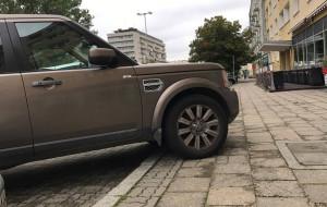 Remont chodnika przy Władysława IV. Kierowcy przypominają o parkowaniu