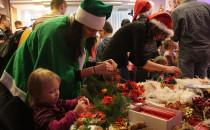 Elfy i husky w Osadzie Świętego Mikołaja