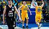 Koszykarz Asseco Gdynia strzela z łuku