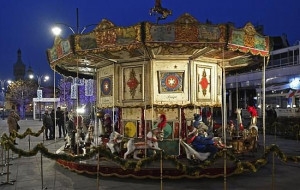 Zabytkowa karuzela świąteczna w Sopocie