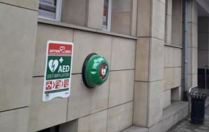 Coraz więcej automatycznych defibrylatorów