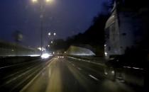 Żwir z ciężarówki uszkodził samochody