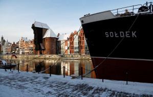 Statki czekają na zwiedzających nawet zimą