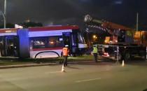Wykolejony tramwaj usunięto ze skrzyżowania
