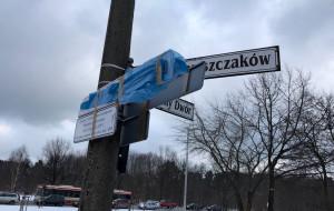 Uszkodzono i zasłonięto tablice z nazwą ul. Lecha Kaczyńskiego
