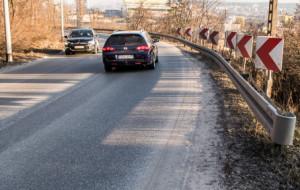 Pogórze: Nie ma chodnika a kierowcy trąbią na pieszych