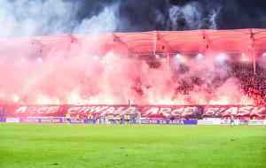 Arka Gdynia zapłaci za race podczas meczu z Legią Warszawa