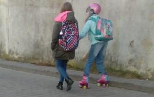 """Na rolkach do szkoły? """"Dzieci nie radzą sobie, a rodzicom brakuje rozumu"""""""