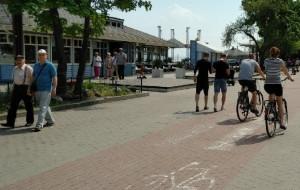 Gdynia: mało miejsca dla pieszych i rowerzystów nad morzem