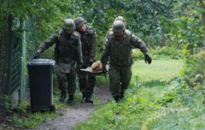 Saperzy neutralizują pociski na Westerplatte