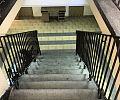 Same schody w urzędzie dla niepełnosprawnych