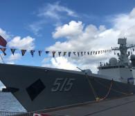 Zwiedź chiński okręt cumujący w Gdyni
