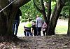 Przywiązała się do drzewa, bo nie chce budowy biurowca
