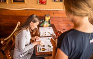 Jak wygląda życie kelnerki w letnim szczycie?