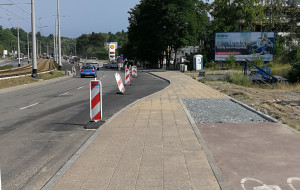 Zlikwidowano fragment drogidla rowerów, by poszerzyć jezdnię