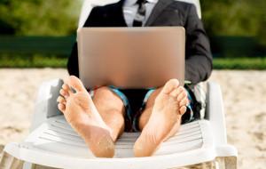 Jak przeżyć (bez nudy) w biurze latem